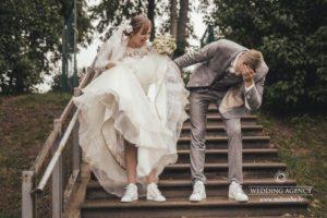 smieklīgi kāzu foto, jautrs jaunais pāris