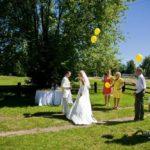 dzelteni baloni kāzās