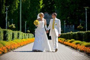 dzeltens tonis kāzās