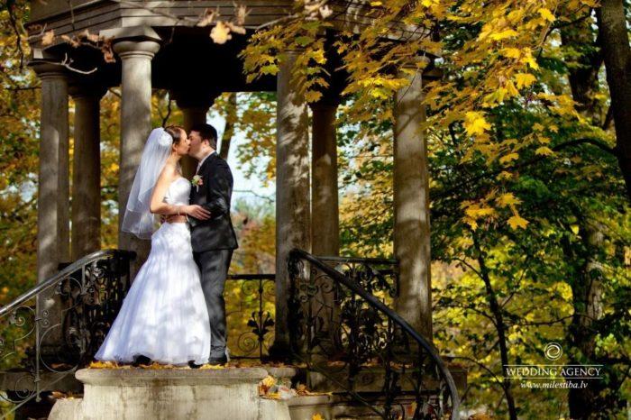 romantisks rudens kāzu foto