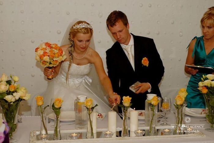 trīs sveces kāzās