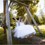 jaunais pāris uz šūpolēm, šūpoles kāzās