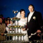 šampānieša piramīda kāzās