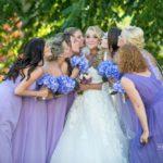 līgavas māsas, lillā toņi kāzās