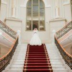 līgava uz trepēm, kāzas ziemā