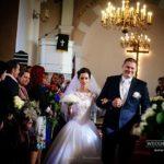 laulību ceremonija baznīcā