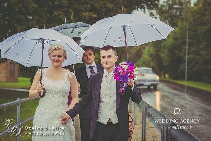 lietus kāzās, kāzu lietussargi