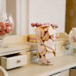 Kāzu saldumu galds, kāzu noformējums