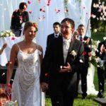 kāzas Mežotnes pils parkā