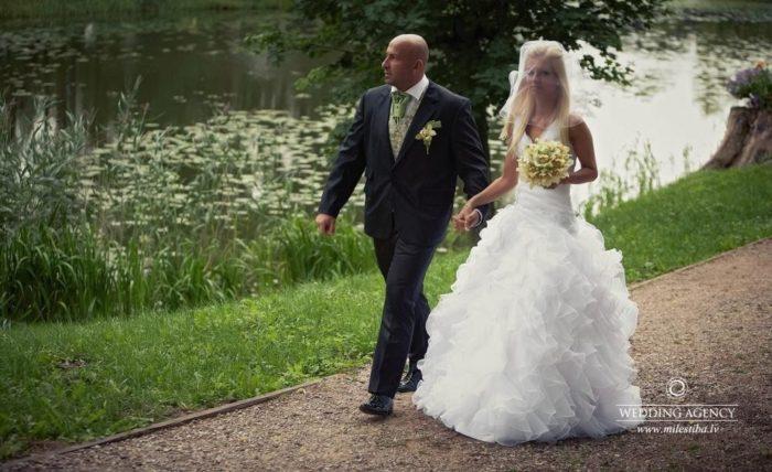 jaunais pāris kāzās
