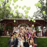 kāzas uz Jaunmoku pils terases, baloni kāzās