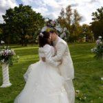kāzu ceremonija pie Mežotnes pils