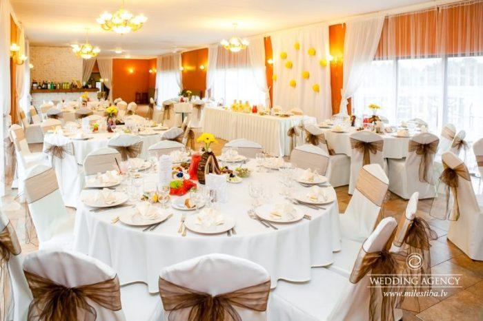 kāzu svinību vietas zāle, viesu nams Debesu bļoda