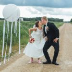 oriģināla kāzu fotosesija, liels balons kāzu fotosesijā