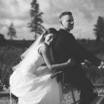 melnbalts kāzu foto, ritenis kāzās