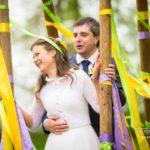šūpoles kāzās, kāzu fotosesija, dzeltens un zaļš kāzās