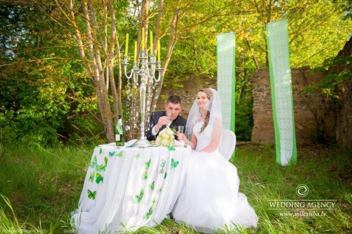 kāzu romantiskais galdiņš, zaļi toņi kāzām