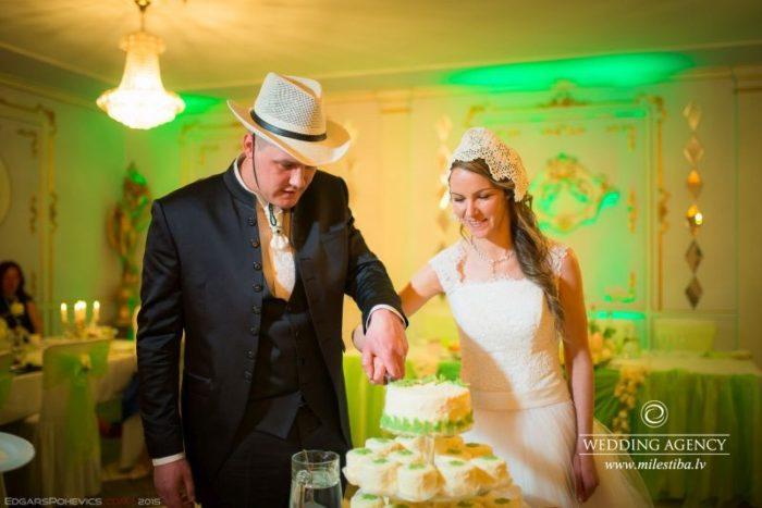 viesu nams Sapņu saliņa, kāzu tortes griešana