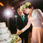 kāzu tortes griešana