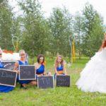 Līgavas māsas, oranžs un zils kāzās