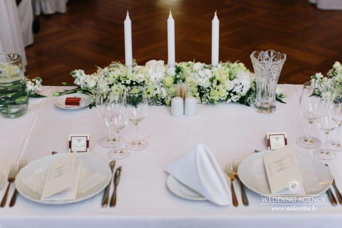 kāzu galda noformējums, trīs sveces kāzās