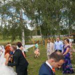 kāzu viesi, jaunā pāra sveikšana