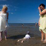bērni kāzās, kāzas pie jūras