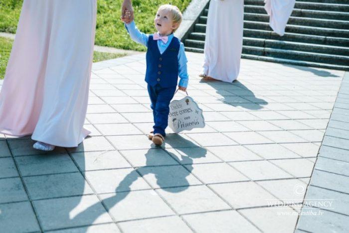 bērni kāzās, Bīriņu pils parks