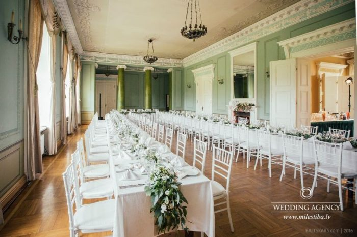 garie galdi kāzās, Mežotnes pils