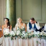 jaunais pāris kāzu galds