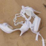 kāzu kurpes, kāzas pie jūras, laulību ceremonija, tēvs un līgavainis kāzās, Kāzu Aģentūra