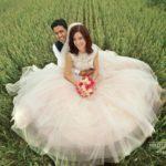 skaisti kāzu foto, jaunais pāris, laulību ceremonija, tēvs un līgavainis kāzās, Kāzu Aģentūra