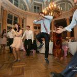 Mežotnes pils, kāzu viesi, dejas kāzās, laulību ceremonija, tēvs un līgavainis kāzās, Kāzu Aģentūra