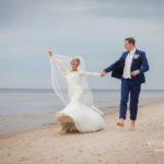 jaunais pāris, jūra, fotosesija, internacionālas kāzas