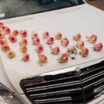 kāzu auto, rozes, balts auto