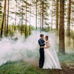 kāzu fotogrāfijas, dūmi, mežs