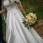 kāzu pušķis, kāzu kleita