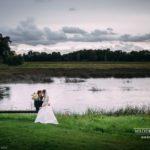 kāzu foto pie upes